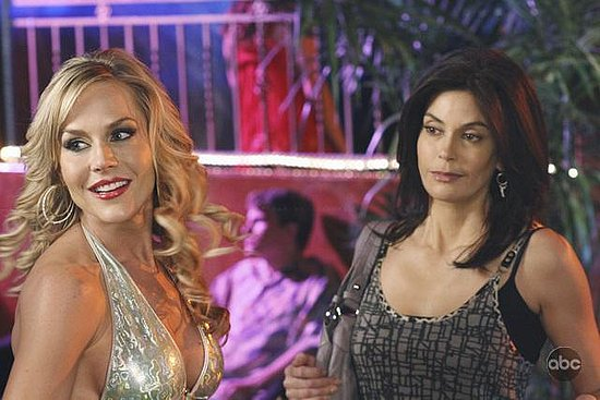 "Review and Recap of Desperate Housewives ""This Glamorous Life"" Episode"