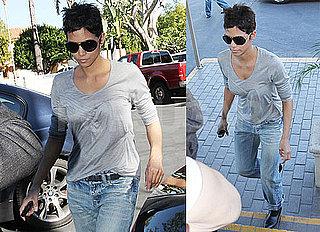 Photos of Halle Berry Running Errands in LA 2010-01-29 15:00:35