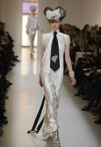 Chanel 2010 Spring Haute Couture Runway Collection
