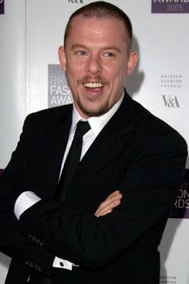 Tributes For Alexander McQueen 2010-02-11 09:24:16