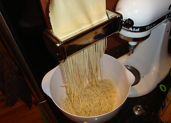 kis9585 left me craving spaghetti after showing off pasta made from scratch.