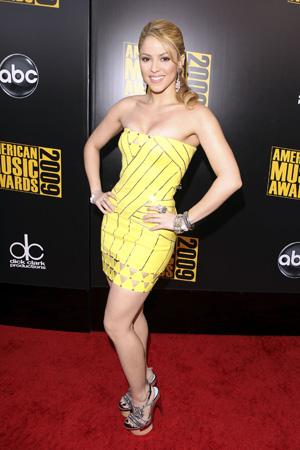 Shakira Talks About Body Issues and Working Out With Tracy Anderson