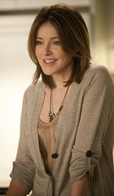 Ellie Torres in Pearl Necklace on Cougar Town