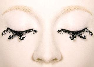 Fake Eyelashes Made of Paper 2010-05-17 13:00:00