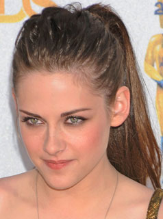 Kristen Stewart's Extensions, Rihanna's Red Hair, Lo Bosworth Talks Cellulite, and More From BellaSugar