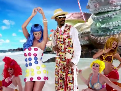 Katy channels life-sized candy dots in her minidress while Snoop Dogg shows off his sweet suit.
