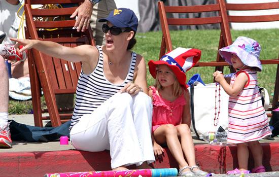 Pictures of Jennifer Garner, Violet Affleck and Seraphina Affleck