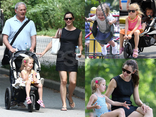 Pictures of Jennifer Garner, Violet Affleck, and Seraphina Affleck Playing in NYC