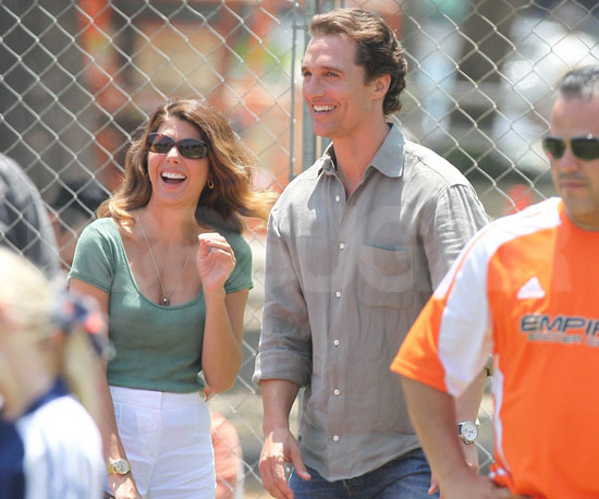 Slide Picture of Matthew McConaughey and Marisa Tomei Filming The Lincoln Lawyer