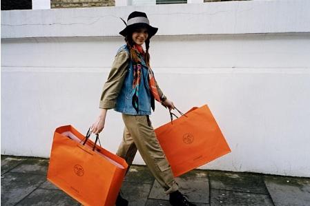 Linktime: Hermes Launch Street Style Blog