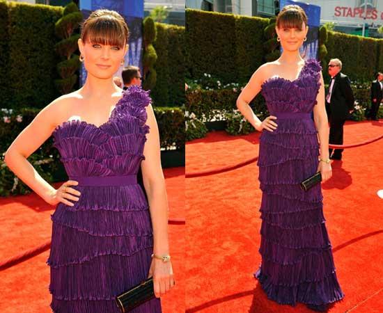 Emily Deschanel at 2010 Emmy Awards 2010-08-29 15:53:57