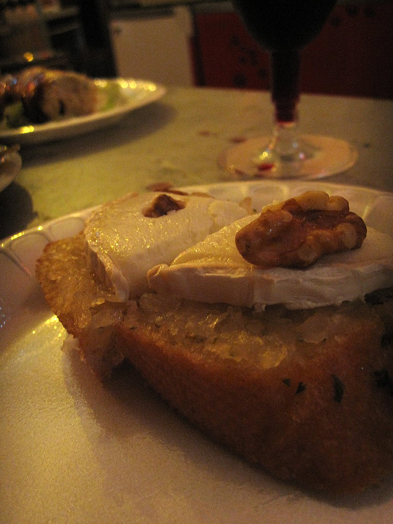 Garlic Bread With Goat Cheese and Walnuts