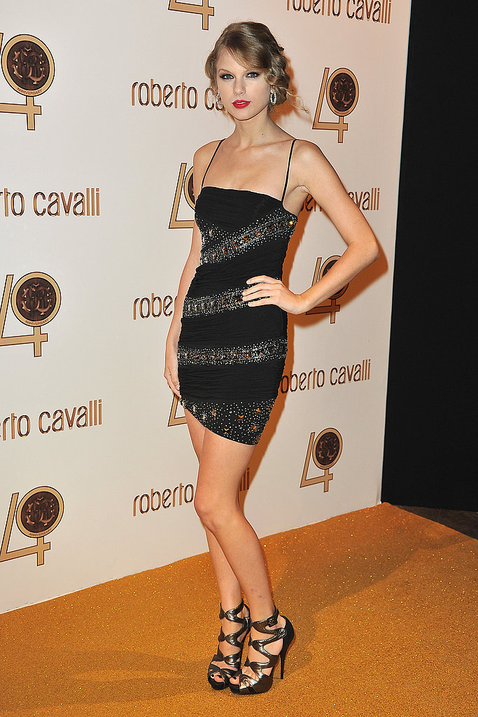 Taylor Swift keeps it short, but sultry.