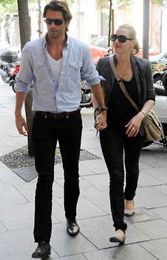 Pictures of Kate Winslet and Louis Dowler Holding Hands in NYC