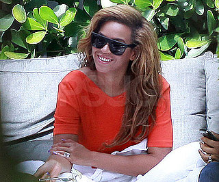 Slide Picture of Beyonce Knowles Eating Lunch Not Looking Pregnant as Rumored