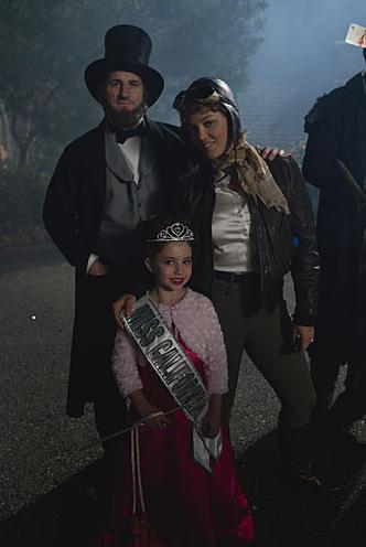NBC's Parenthood: Sydney Dresses as Miss California