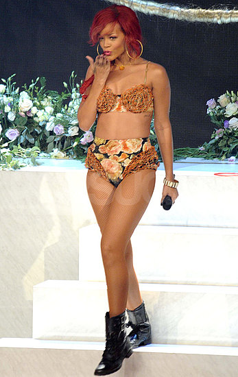 Pictures of Rihanna Performing on Italian X Factor in a Bikini