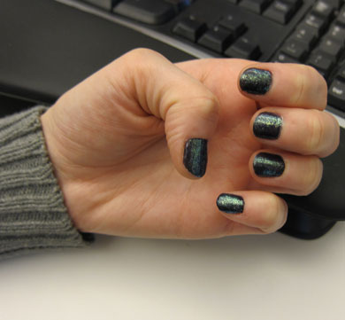 A Trendy Manicure Idea For the Holidays