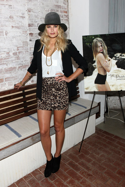 Model Tori Praver attended an event in NYC looking on-trend and super sexy.