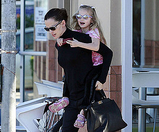 Slide Picture of Violet Affleck and Jennifer Garner Stopping For Frozen Yogurt in LA