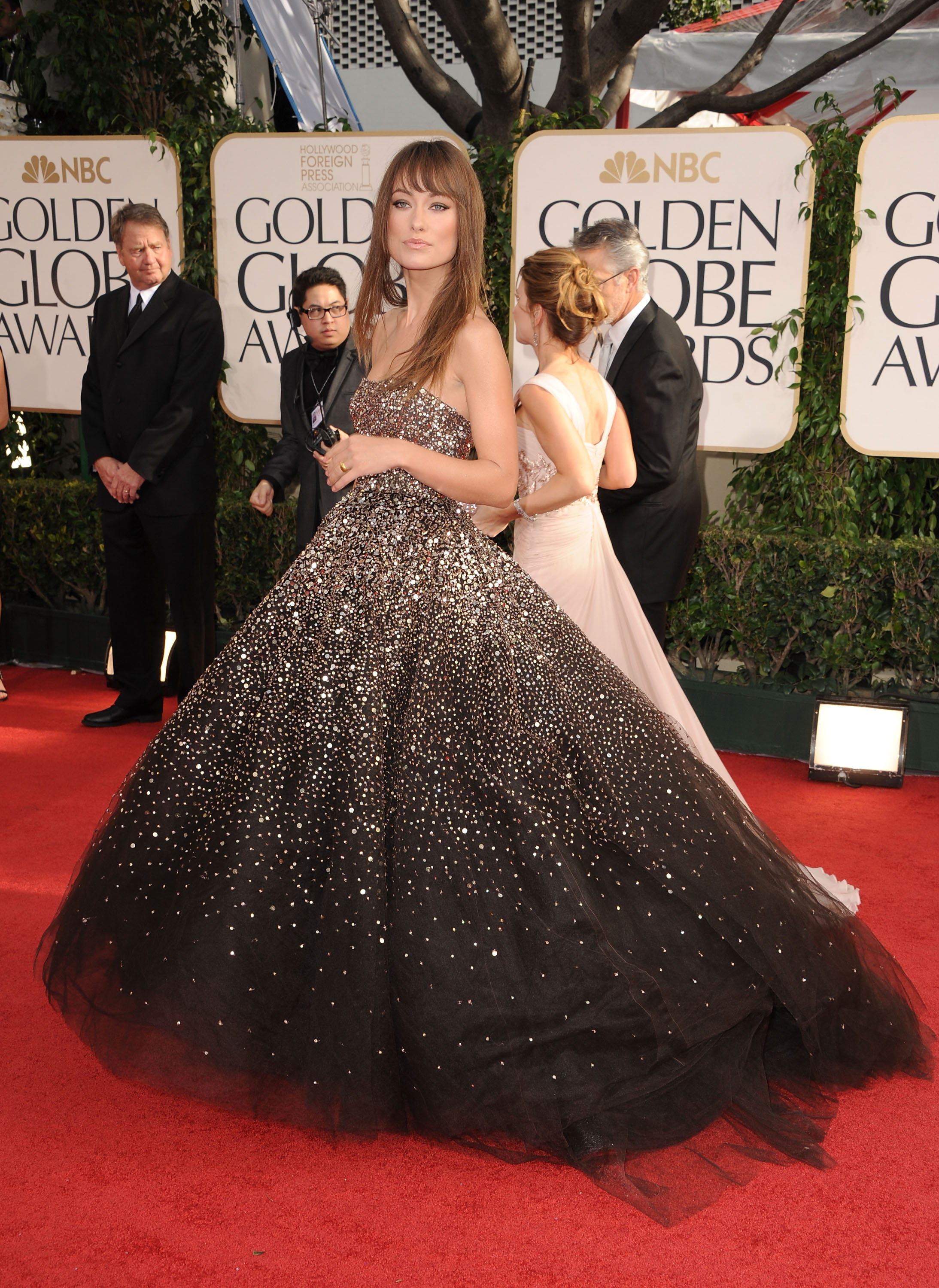 Olivia Wilde Kicks Off the Golden Globes Red Carpet in a Sexy, Sparkly Marchesa!