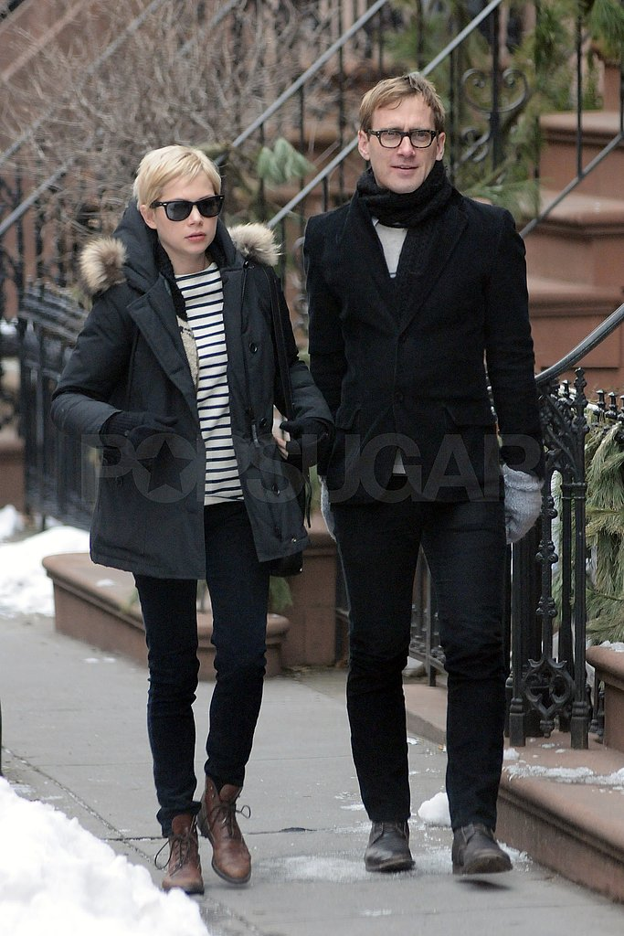 """Michelle Williams Has a New York Weekend While Ryan Gosling Talks """"Real"""" Sex"""