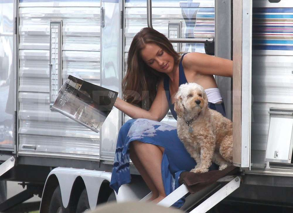 Minka Kelly Enjoys Miami With Her Angels and Chewy