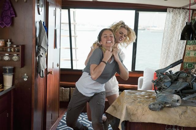 Rachael Taylor and Minka Kelly in ABC&#039;s Charlie Angels.