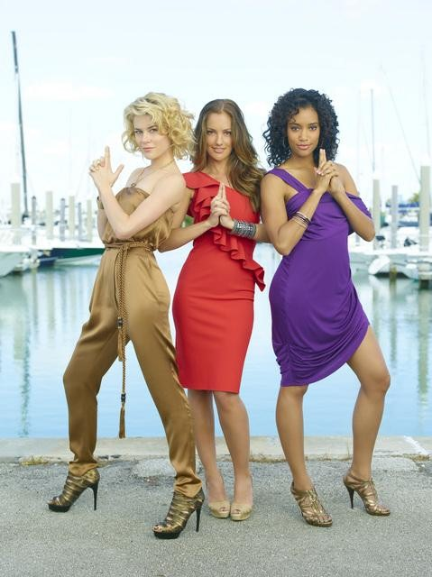 Rachael Taylor, Minka Kelly, and Annie Ilonzeh in ABC&#039;s Charlie Angels.