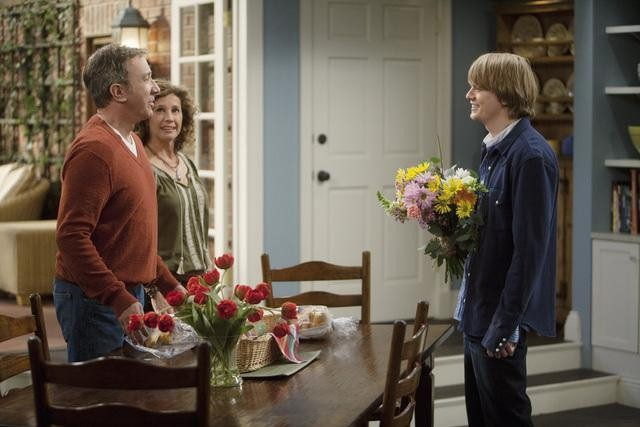 Nancy Travis, Tim Allen, and Christoph Sanders in ABC&#039;s Last Man Standing.
