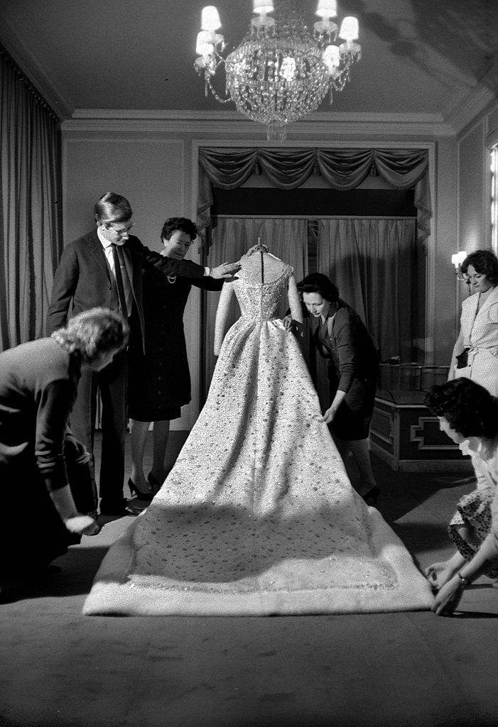 A fashion flashback celebrating yves saint laurent 39 s 76th for Yves saint laurent wedding dress