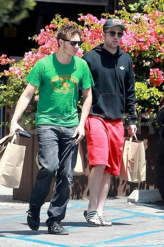 New pics of Rob and Sam in LA on Aug 9