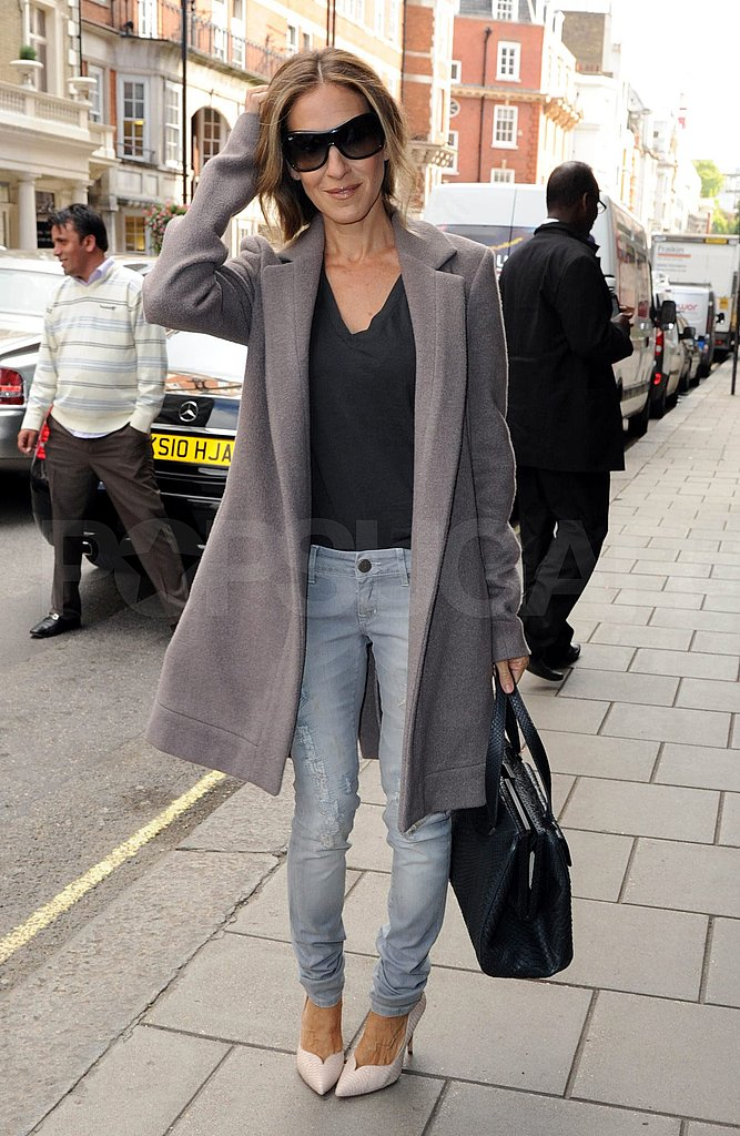 Sarah Jessica Parker wears jeans in London.