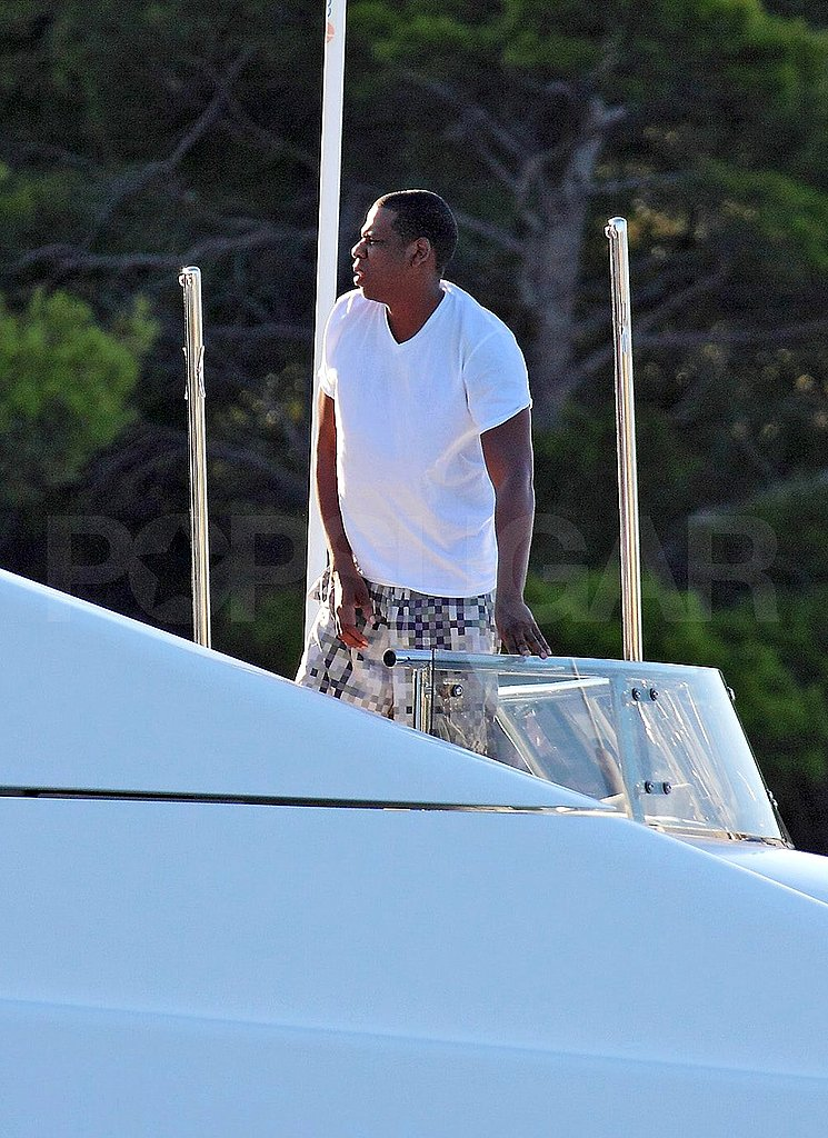 Beyoncé Knowles Shows Her Baby Bump in a White Bikini on Vacation With Jay-Z!