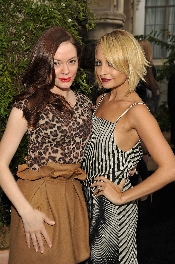 Rose McGowan posed side by side with Nicole Richie at the October 2010 CFDA Vogue Fashion Fund finalists celebration in LA.