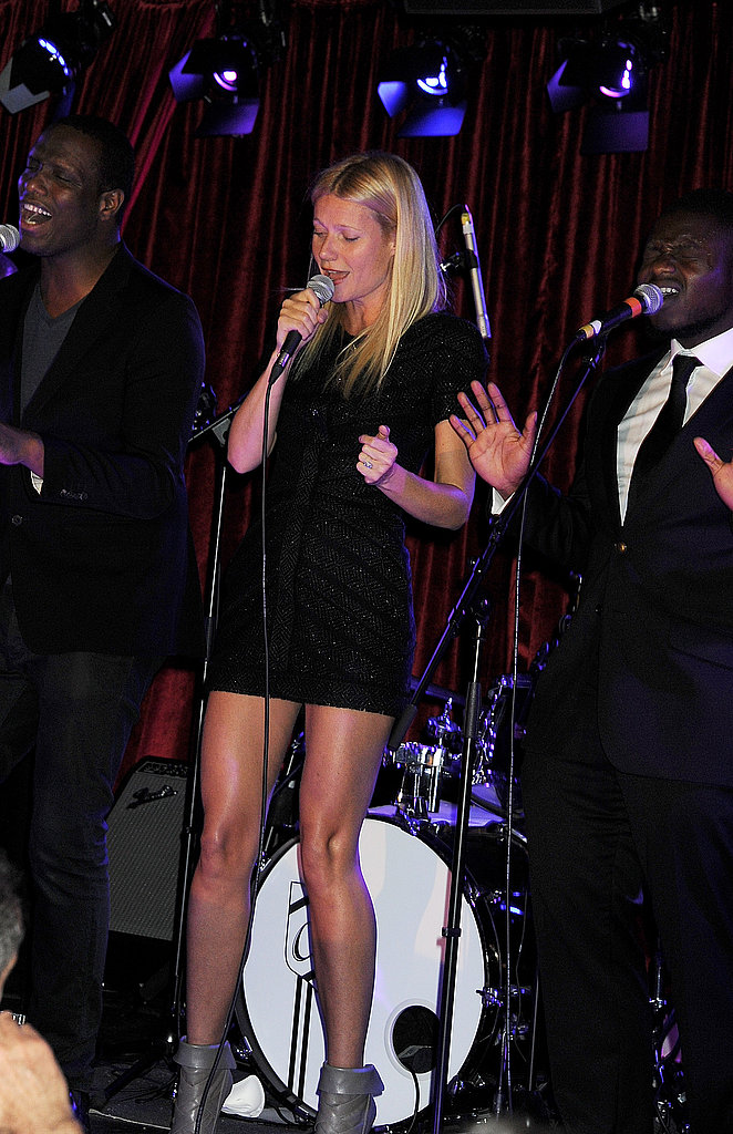 Gwyneth Paltrow sang in gray booties.