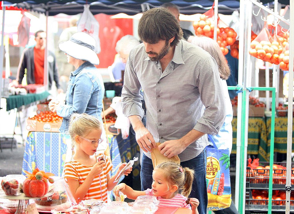 Ben Affleck shops for produce with Violet and Seraphina.