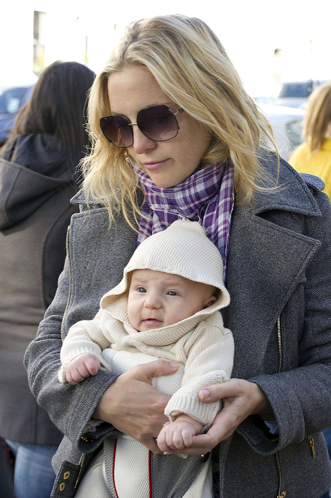 Kate Hudson with baby Bing. | Kate Hudson Carries Baby ...