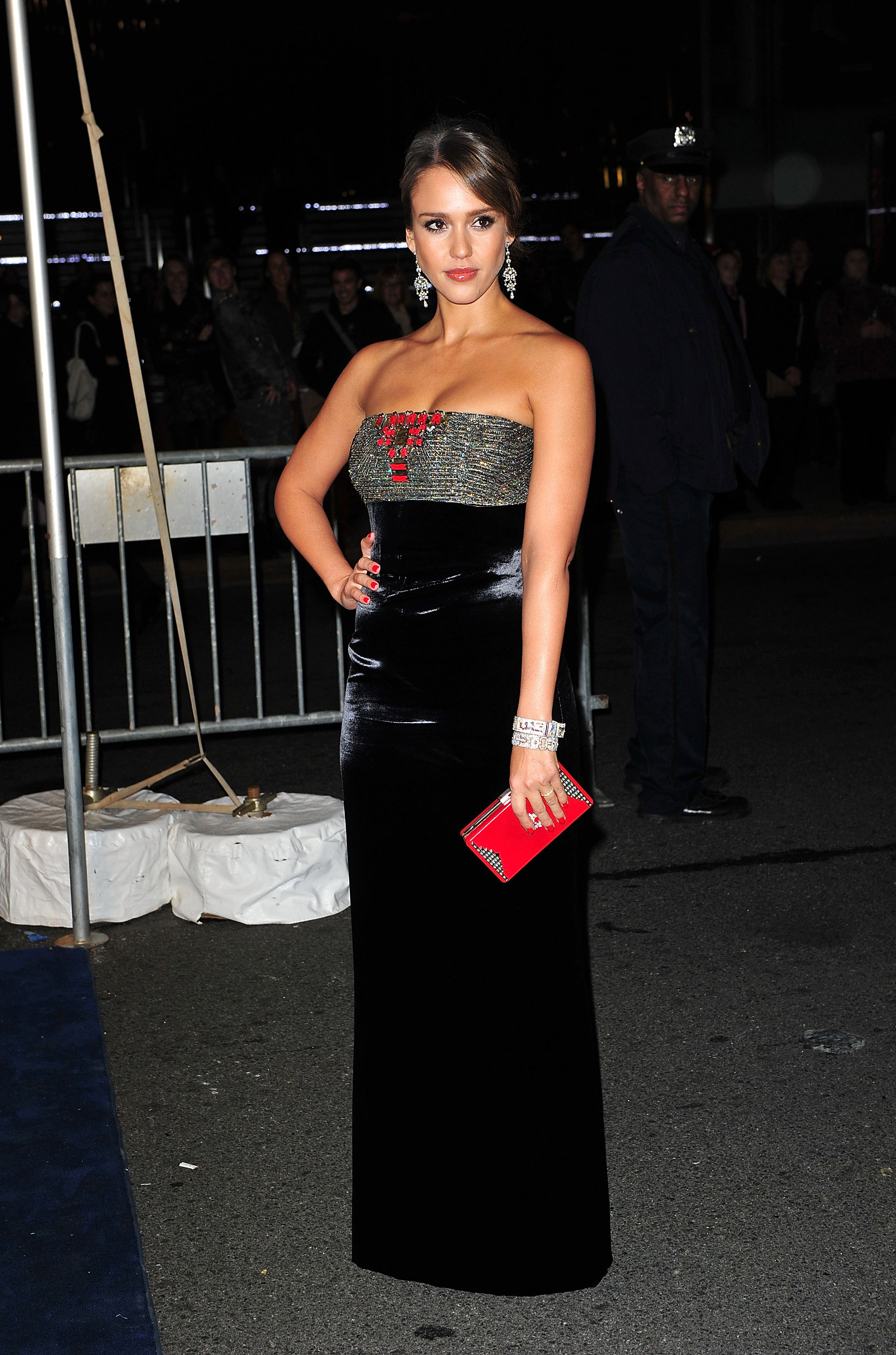 Jessica Alba carried a red clutch to a NYC event.