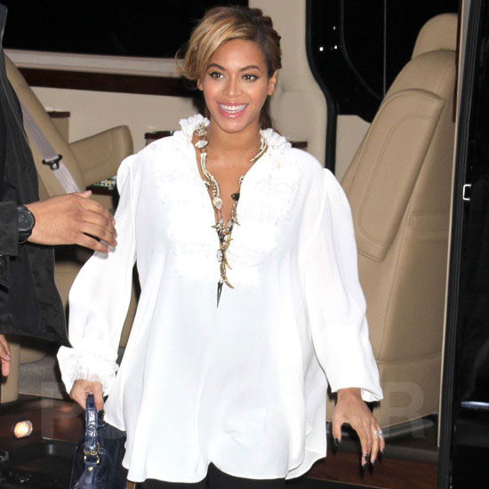 Beyonce Knowles Pregnant in Flowing White Top Pictures