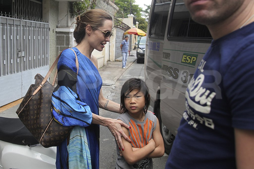 Angelina Jolie helped Pax into a van.
