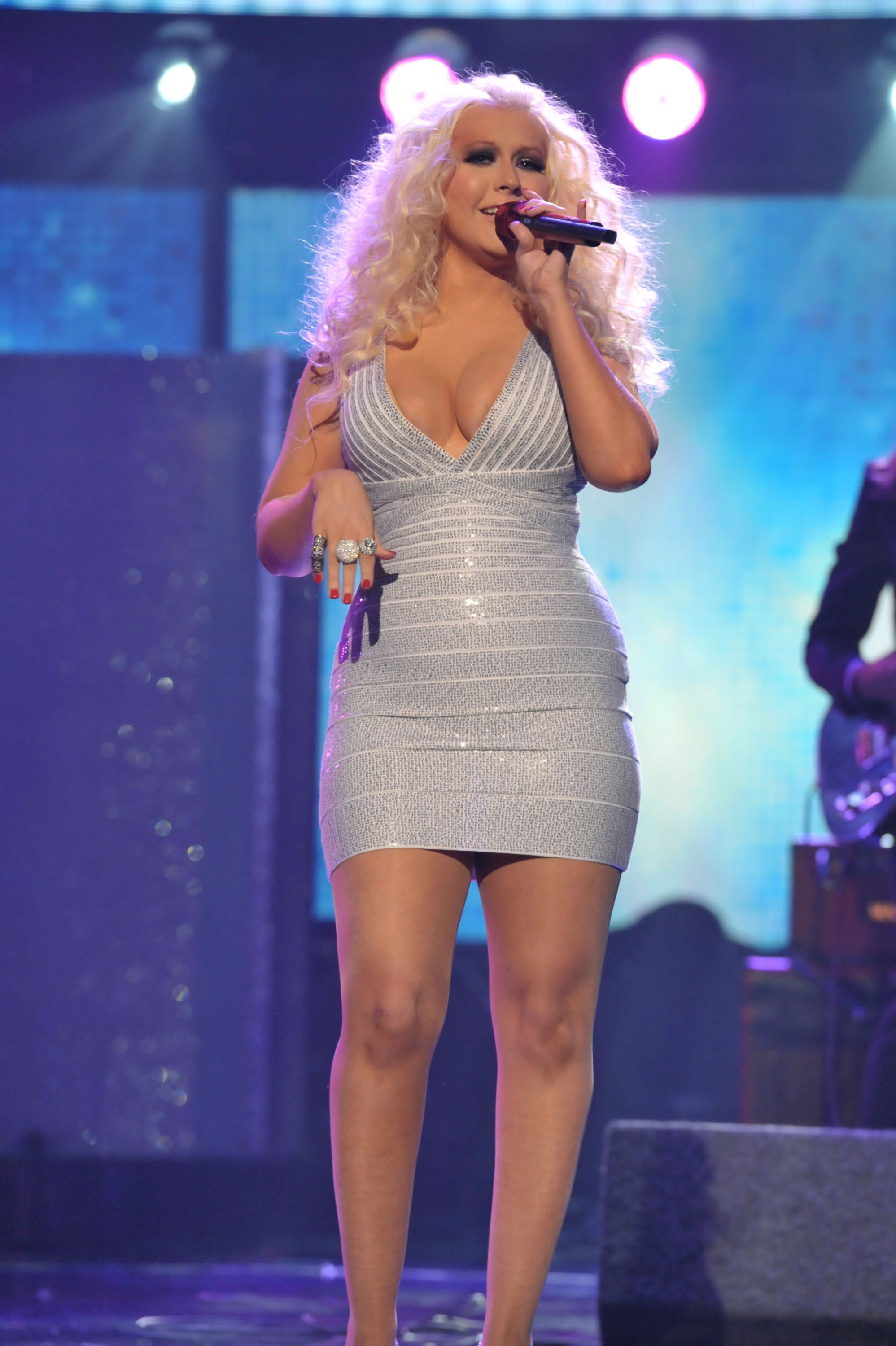 Christina Aguilera sang with Maroon 5.