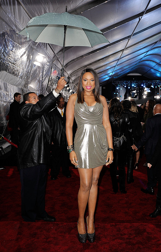 Jennifer Hudson kept dry under an umbrella at the American Music Awards.