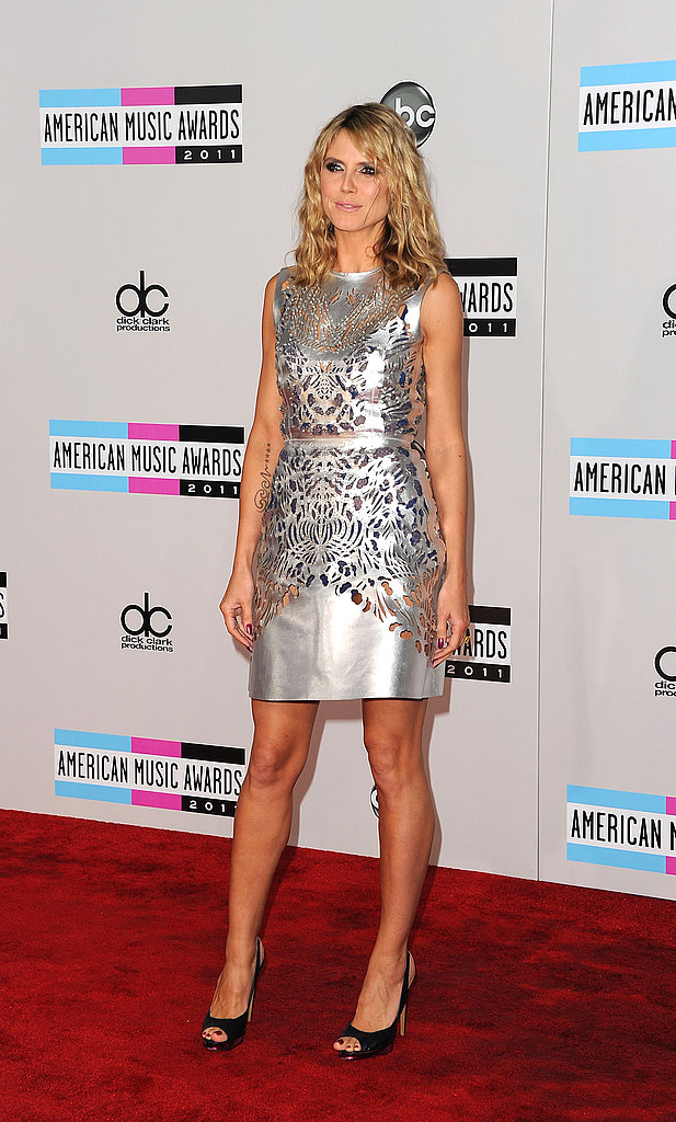 Heidi Klum posed solo at the American Music Awards.