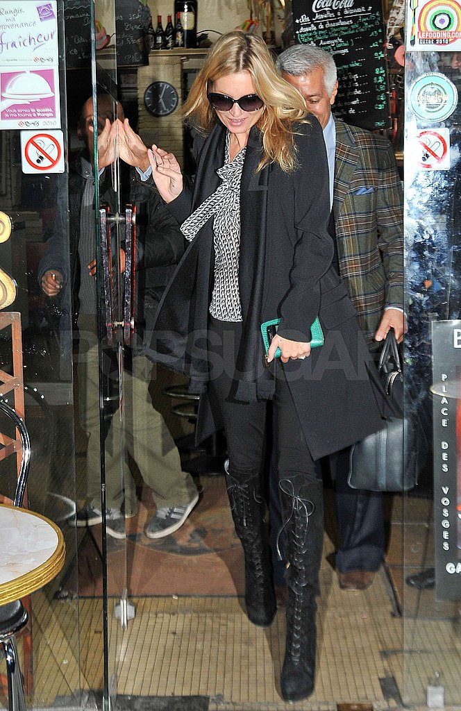 Kate Moss left her French hotel.