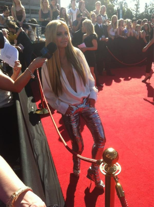 DJ Havana Brown is rocking metallic Balmain pants. Twitter Pics: SimpsonMatt