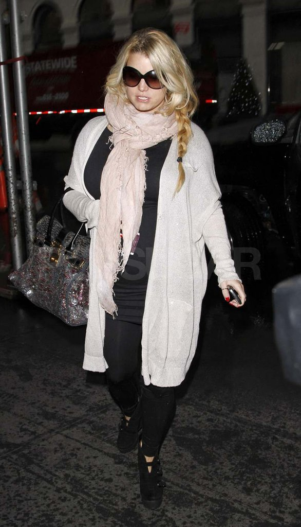 Pregnant Jessica Simpson wearing a long sweater.