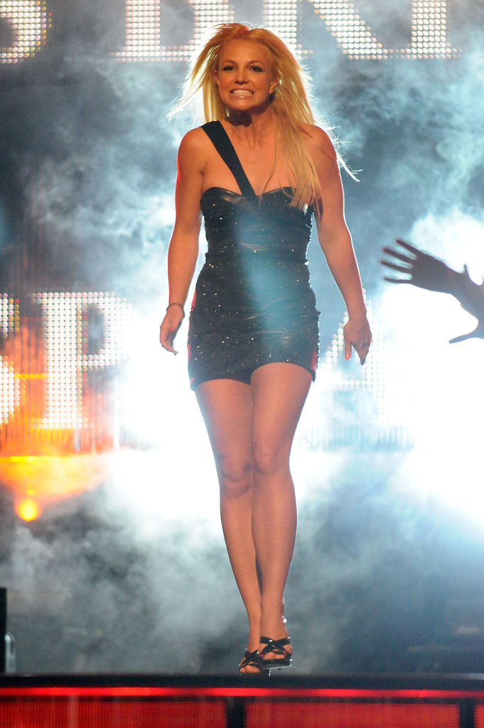 Britney Spears wore a mini dress to accept an award at the 2009 Teen Choice Awards in LA.