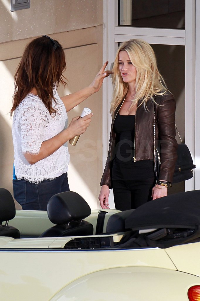 Reese Witherspoon paused for a quick hairstyling session.