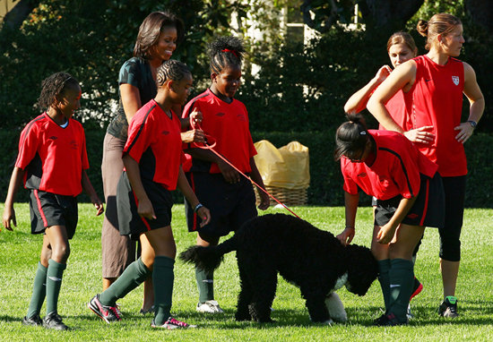 In October, first lady Michelle Obama encouraged kids to get active by hosting local children and the US Women's National Soccer Team for a few rounds of soccer on the White House's South Lawn. Bo partook of the fun, proving that dogs need plenty of exercise, too! Source: Getty Images